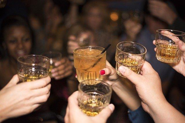 Anstoss mit Whisky