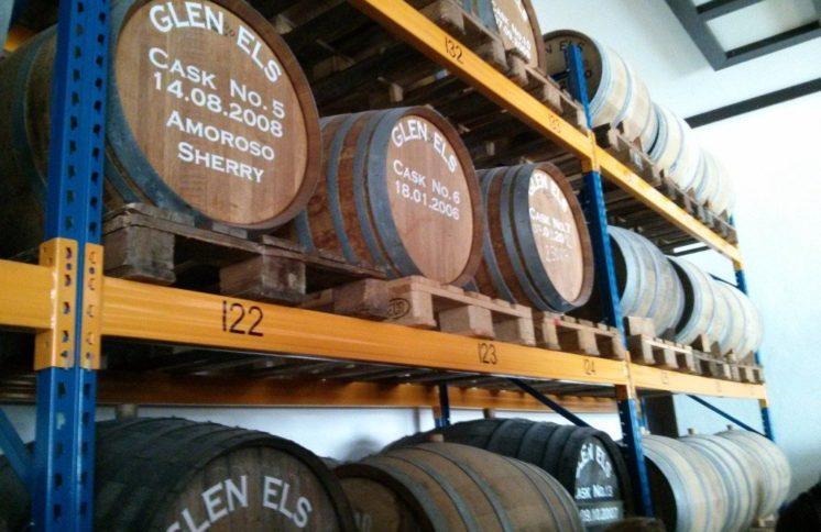 Fässer in denen Glen Els lagert
